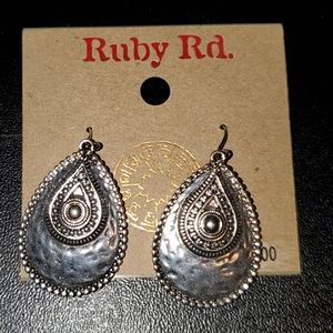 NEW Ruby Rd costume silver oval earrings